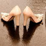 結婚式が雨の場合の靴の履き替えや服装の注意点 折り畳み傘が良い?