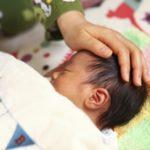 赤ちゃんの絶壁を治す方法はいつまで効果あるの?自然に治ることは?